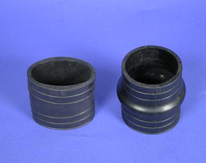 Comparison of the one and two piece exhaust bellows